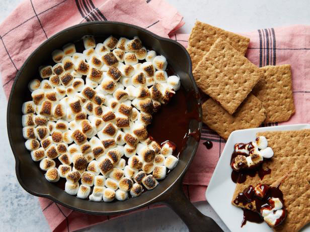 Cast Iron S'mores Skillet Dip